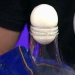 Как засунуть яйцо в бутылку при помощи закона физики?