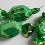 Мятные конфетки на шнурке — милый и простой трюк!
