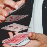 Как красиво тасовать карты и обмануть зрителя? Ложные тасовки и подснятия