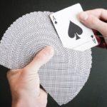 Эффектный фокус с превращением карты
